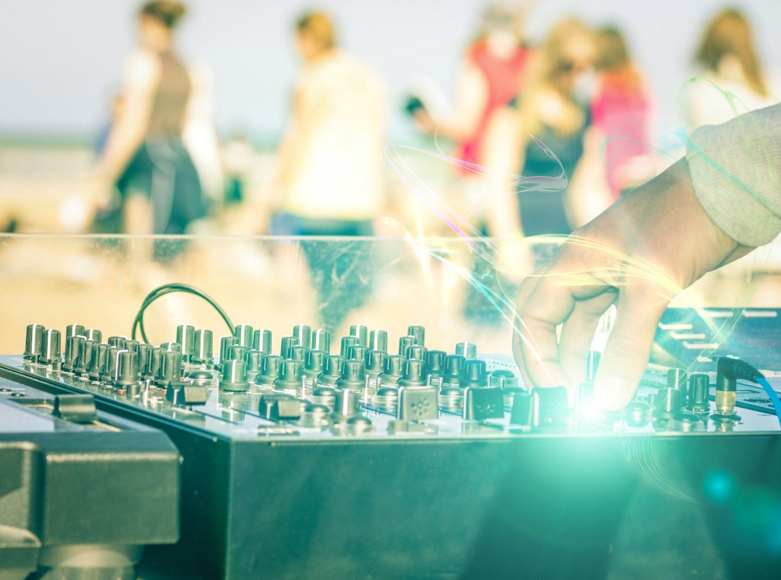 beach-club-brunch-party